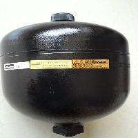 运用蓄能器的过程时要防高溫